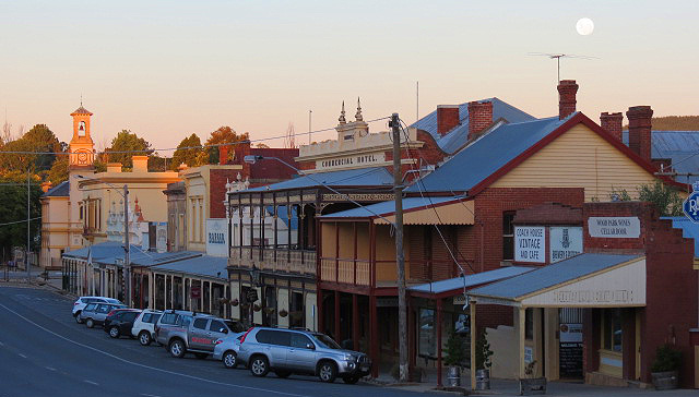 Beechworth_moon.jpg