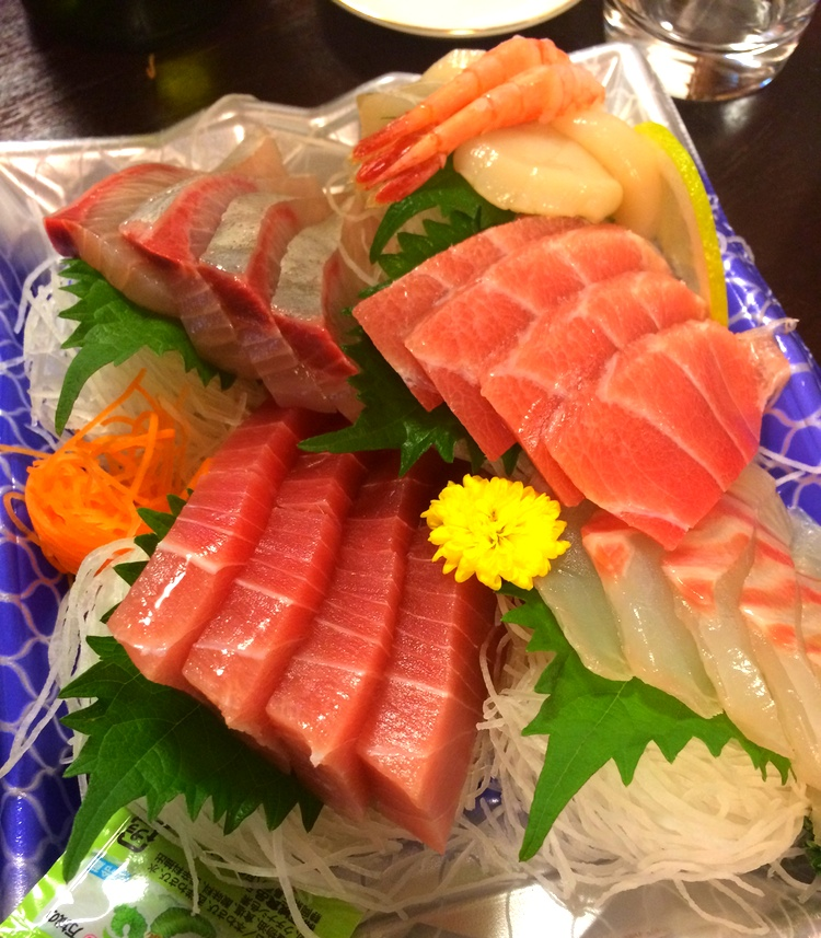 Det är tyvärr inte möjligt att jämföra färsk fisk på snabbköpet i Japan och Sverige. Grymt fräscht och gott!