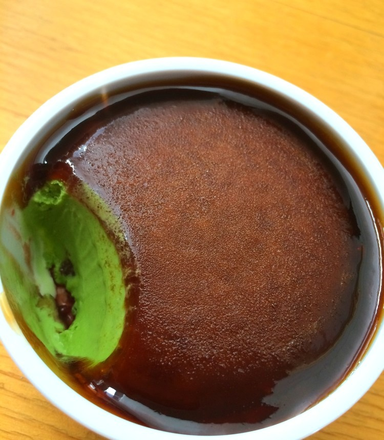 Välgjord och dyr glass från Häagen-Dazs för den japanska marknaden, men lite för söt för min smak.