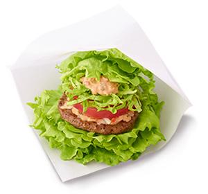 Den japanska kedjan MOS Burger erbjuder burgare med sallad istället för bröd. Undrar om det inte var MAX i Sverige som var först med det?