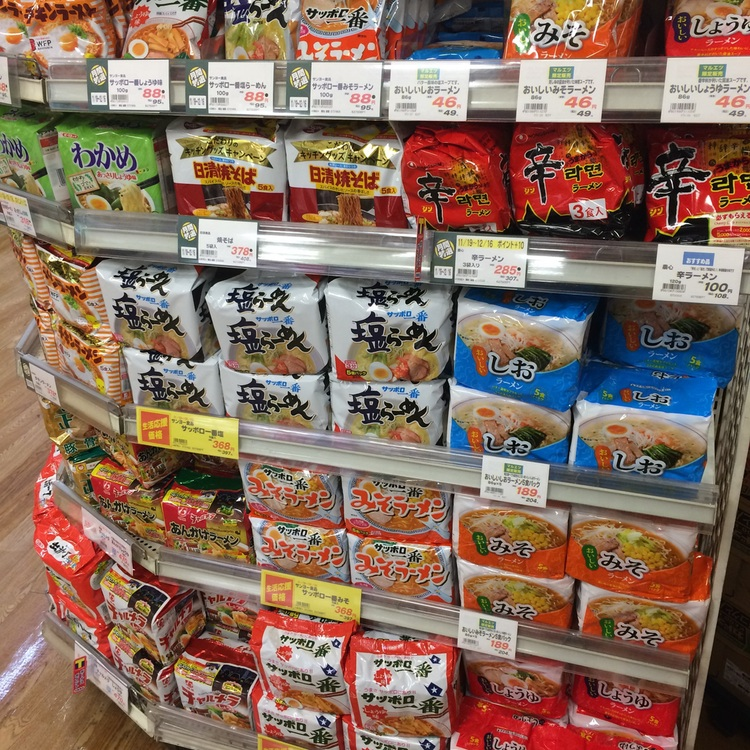 Och mera snabbnudlar (Japan uppfann ju hela branschen!!)