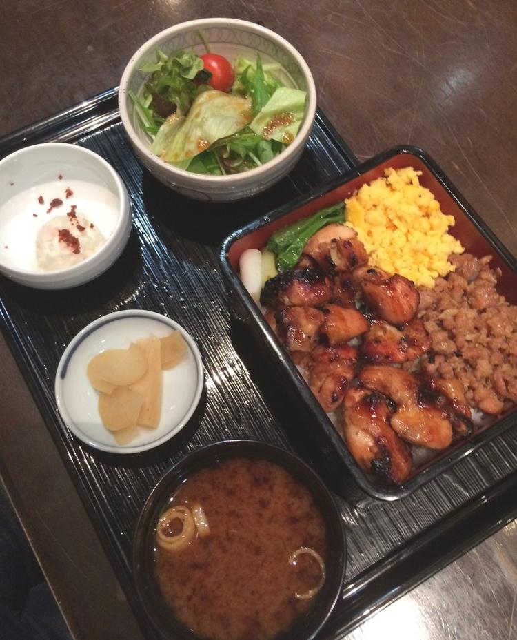 Mycket och gott för väldigt rimliga pengar - det är lunchmåltiden på krog i Japan.