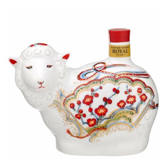 För den som samlar på både porslinsfigurer och whisky - Suntory Royal av 2015 års modell.  Foto: Suntory