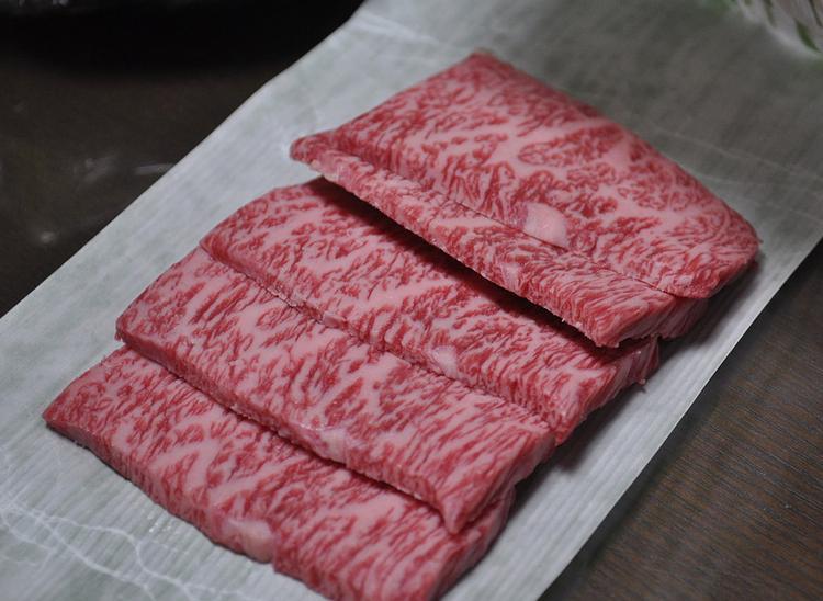 Det går inte att komma undan att det japanska nötköttet, med sin unika marmorering, är gudagott!