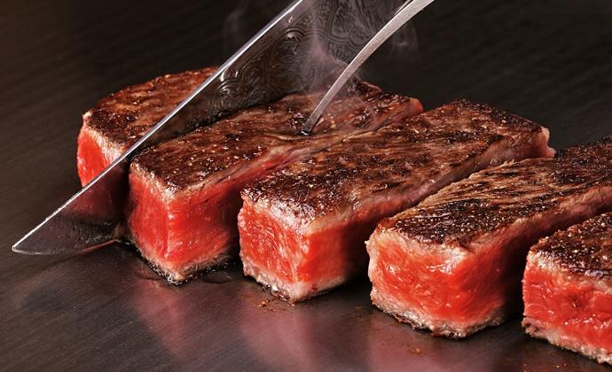 Kött som mer än väl förtjänar en stjärna i Guide Michelin. Ukai-tei heter krogkedjan.  Foto: Ukai-tei