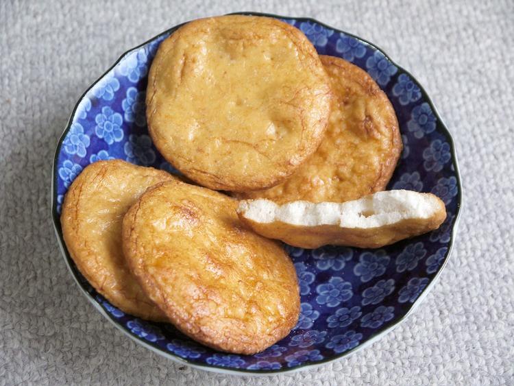 O-senbei - den klassiska japanska rismjölskakan (eller chippet).