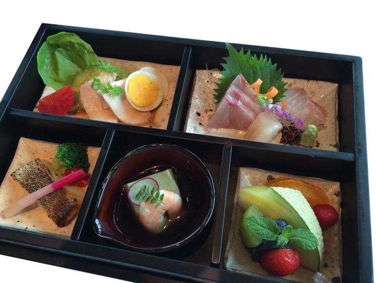 Obento - japansk matlåda i den högre skolan.