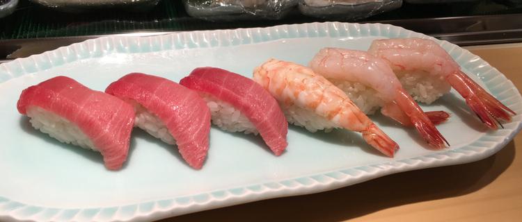 Ypperlig sushi behöver inte vara dyr på lunchen. Tre personer åt här - inkl. tre öl - för drygt 400 kronor.