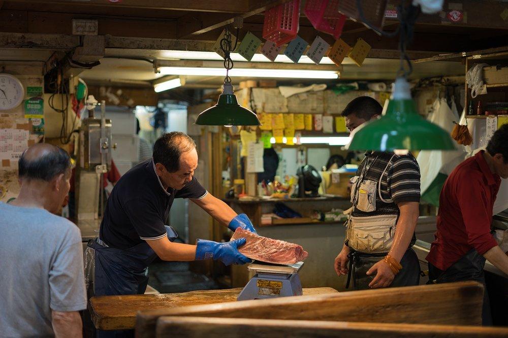 Guvernör Koikes beslut att låta Tsukiji leva vidare som ett centrum för mat är positivt enligt de flesta Tokyo-bor.  Foto: Public Domain