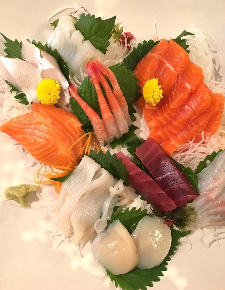 Kan inte bli så mycket enklare, godare eller billigare än lite handrullad sushi hemma (i Japan, alltså)..
