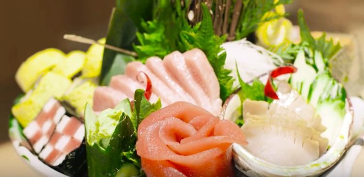 """En mycket vacker """"bukett"""" sashimi på Suzuki i New York - dessutom frysmörat.. Vill prova!"""