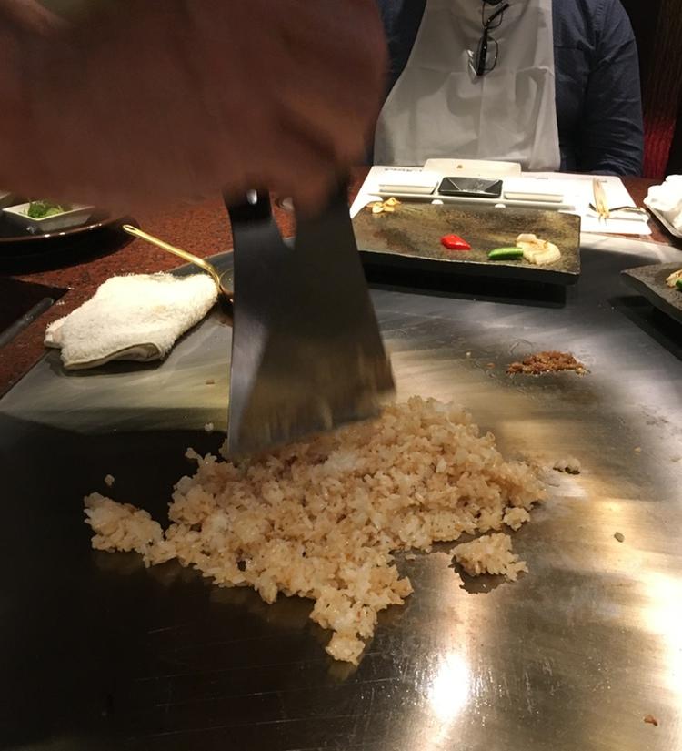 Före desserten serverades stekt ris med vitlök.