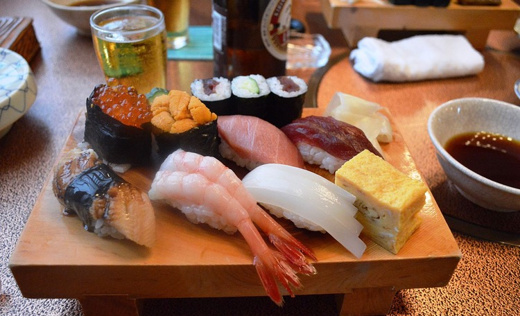 En ganska normal sushi-lunch i exempelvis Tsukiji..  Foto: Nandaro, Creative Commons License