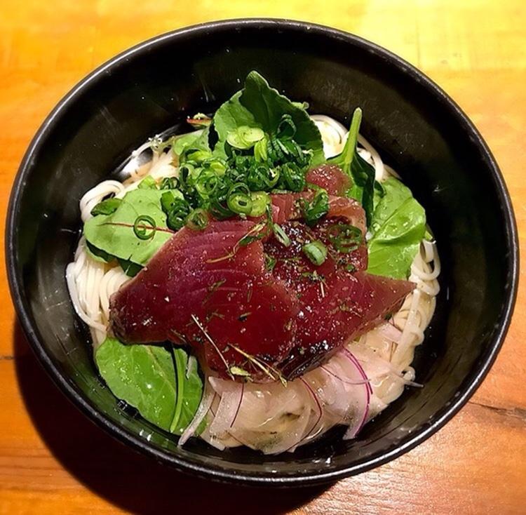 Kalla japanska nudlar med sallad och lätthalstrad bonito.. Suverän sommarmat!