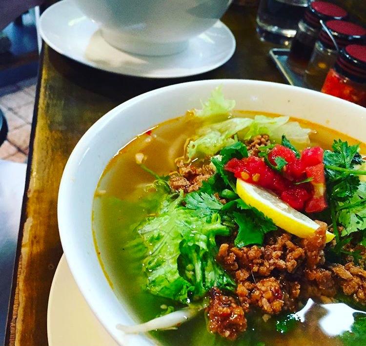 Vietnamesiska risnudlar - pho (som uttalas faa).