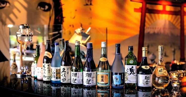 Mat och dryck från hela Japan och större delen av resten av världen visas upp och provsmakas under våren på flera mässor i Tokyo.  Foto: Public Domain