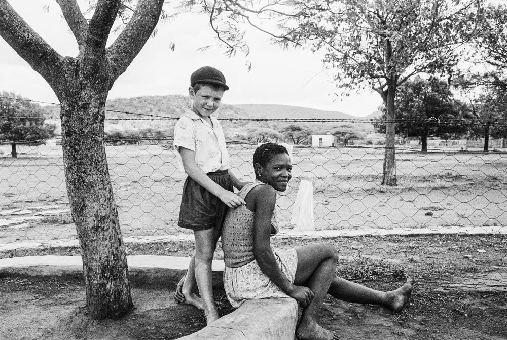 The farmer's son with his nursemaid, on the farm Heimweeberg, near Nietverdiend in the marico Bushveld, Transvaal (North-West Province),  1964. Gelatin silver print, 33 x 48,5 cm. Courtesy David Goldblatt and Goodman Gallery Johannesburg and Cape Town © David Goldblatt