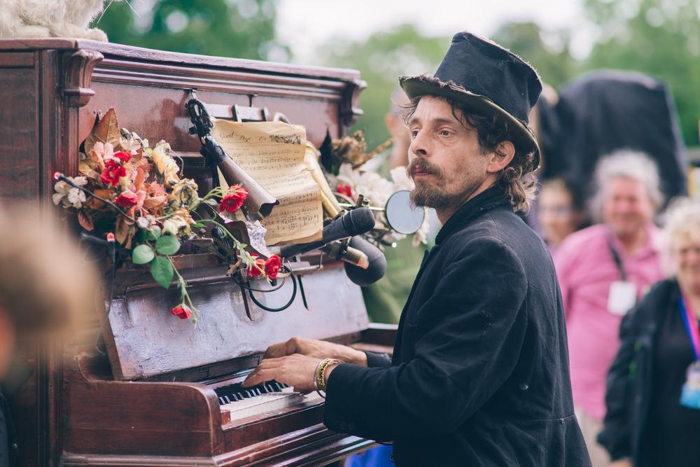 glastonbury festival, 2016, rimski piano, circus