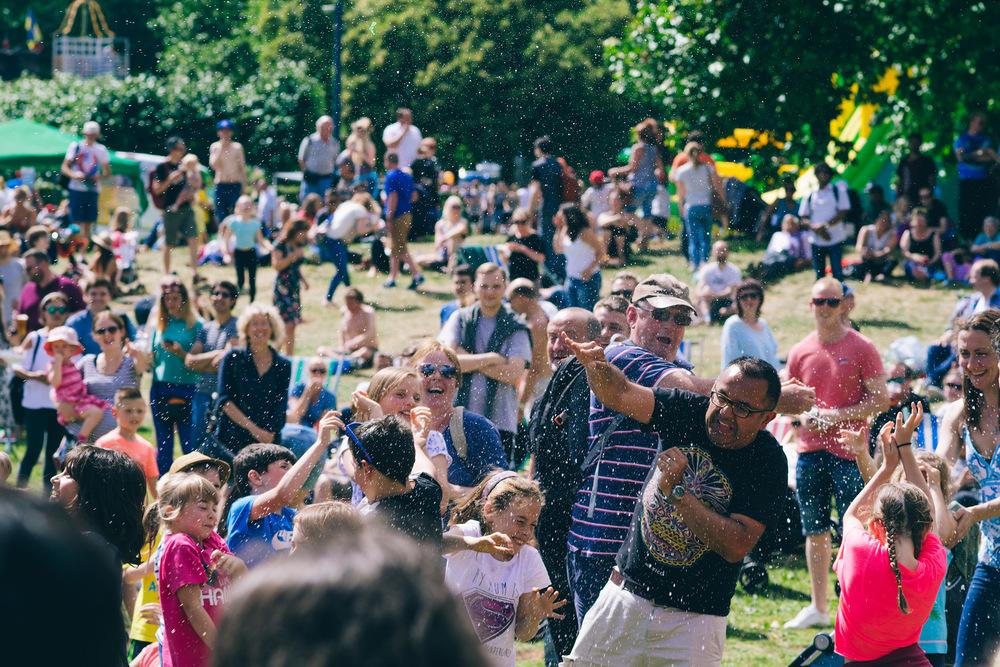 Balloon toss, Cirque Bijou, Bristol Harbour Festival 2016