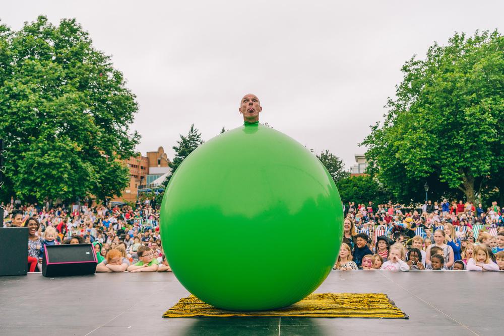 Bruce Airhead, Cirque Bijou, Bristol Harbour Festival 2016