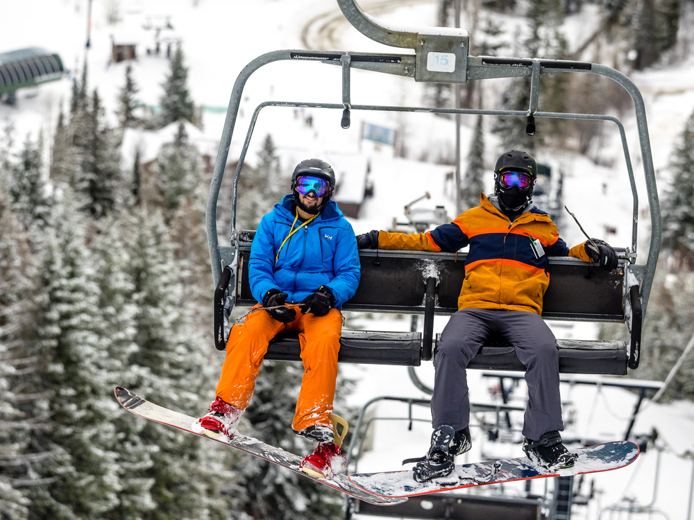 Snowboardinbg-RIDGE-Mountain-Academy-2.jpg