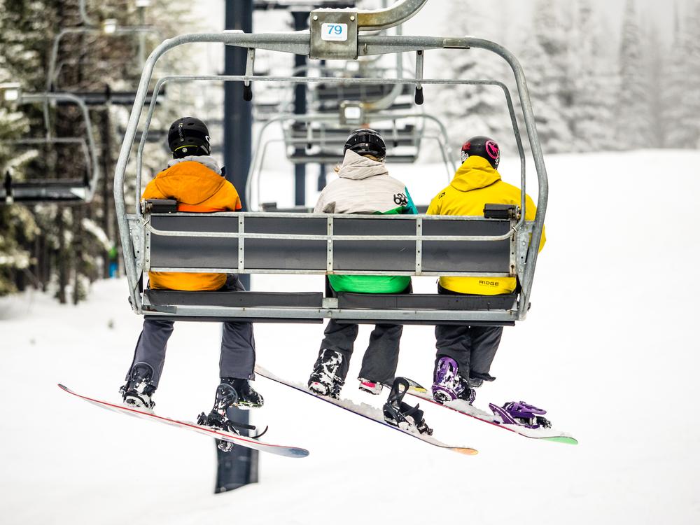 Snowboardinbg-RIDGE-Mountain-Academy-4.jpg