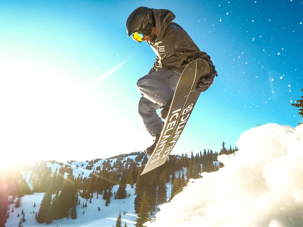 Snowboardinbg-RIDGE-Mountain-Academy-8.jpg