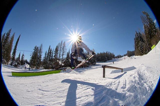 Today's forecast is in the high 30's, we are looking forward to getting our tans on while skiing today. Another sick shot from Student Athlete @cwcullen