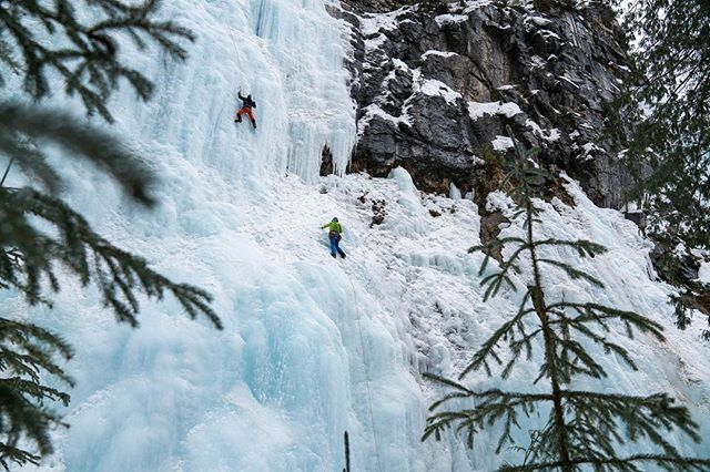 Day 1 on the ice complete! We are rallying this morning to get out the door early for what seems to be like another promising day of ice climbing! 📸: @t_brower