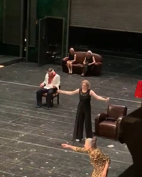 Ah Opera.Those moments when you're forced to almost kill your friend and colleague... But you really love each other.And your friend in the upper balcony secretly filming 😂😂 (Thank you @joy_von_mousket for the 🎥) ————————————— #StgtIphigenie #iphigenie #opera @ottjar