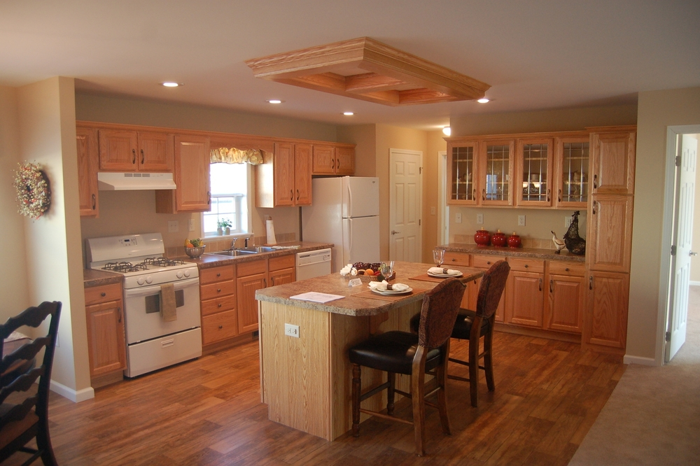"Edgewood-C Kitchen w/Standard Natural Oak Cabinetry (""Antonio"" Island Standard)"