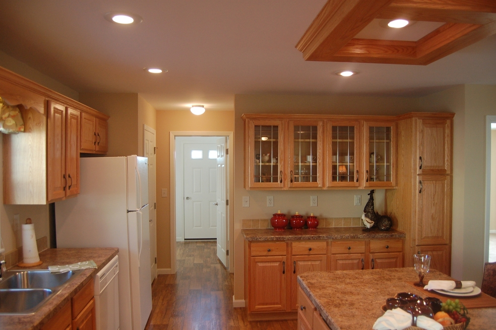 Kitchen w/Standard Natural Oak Cabinetry