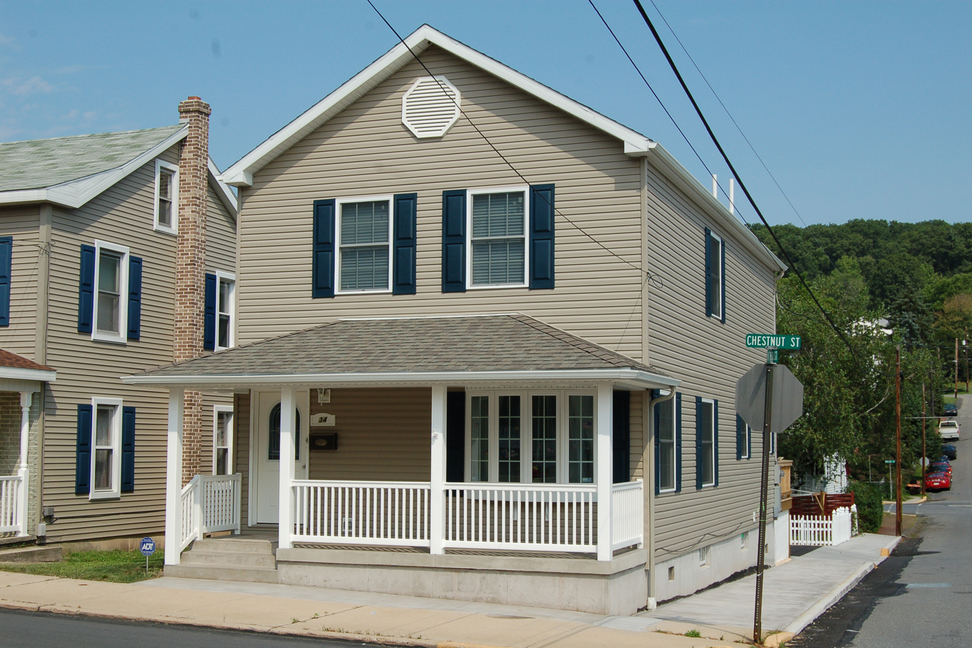 Narrow-Lot Two-Story, Pottsville, PA