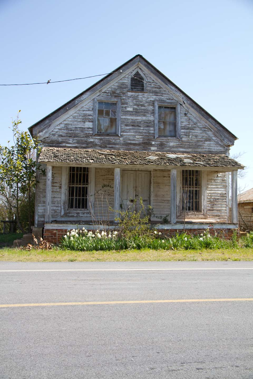 An old farmhouse beauty everyday for Classic farmhouse