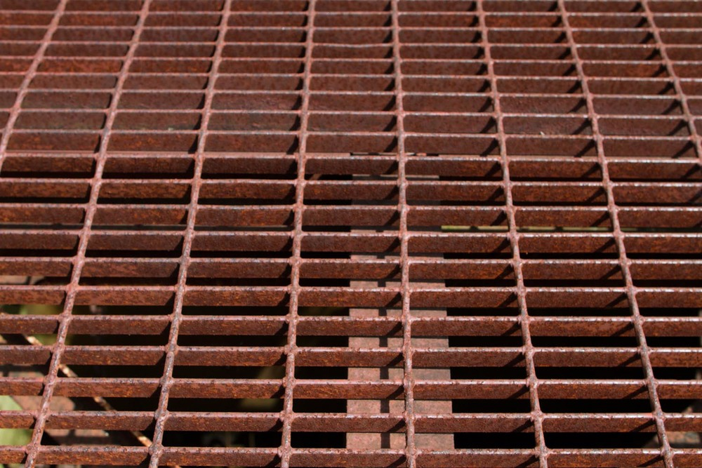 rusted grate-9319.jpg