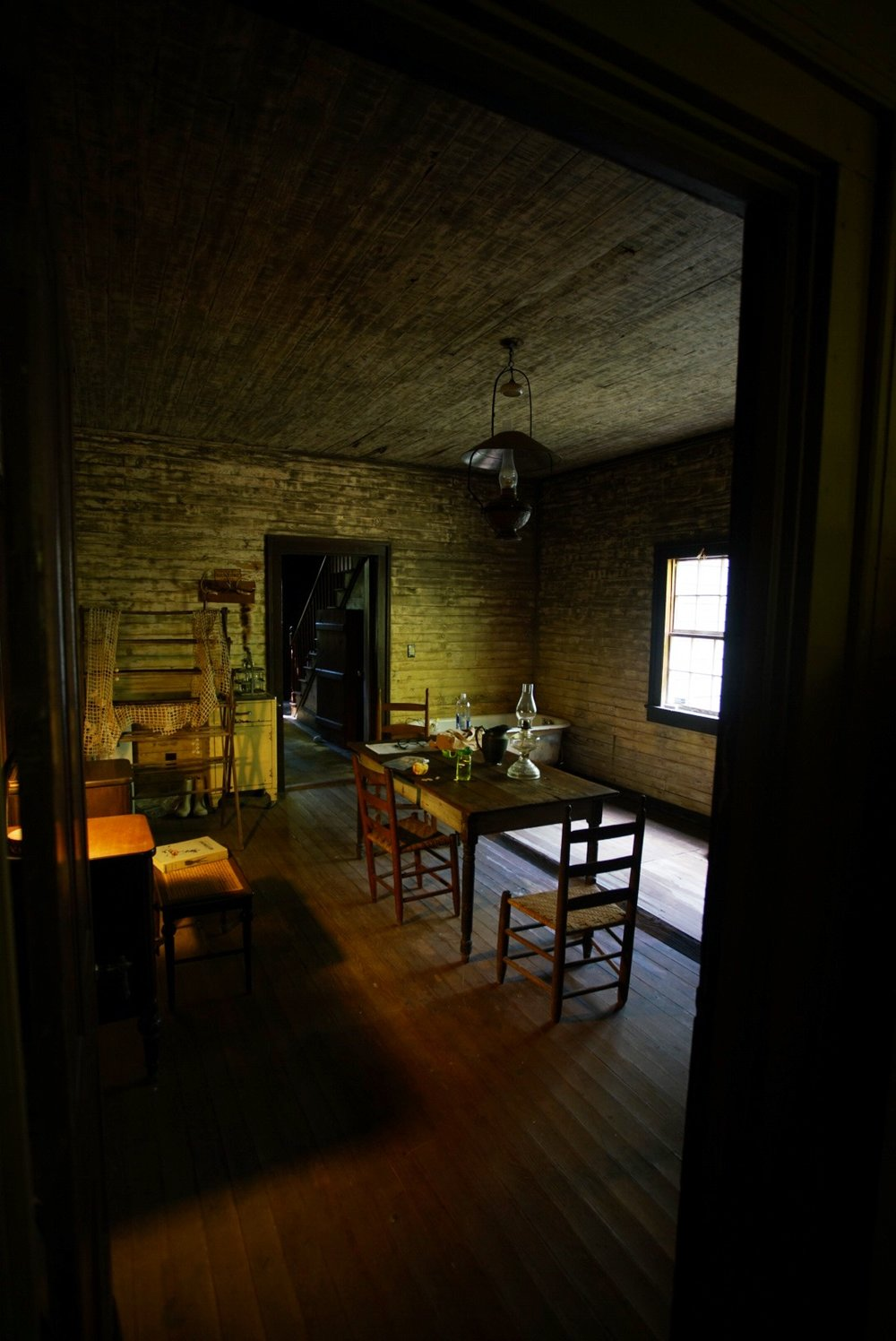 devils pond house-middle room.jpeg