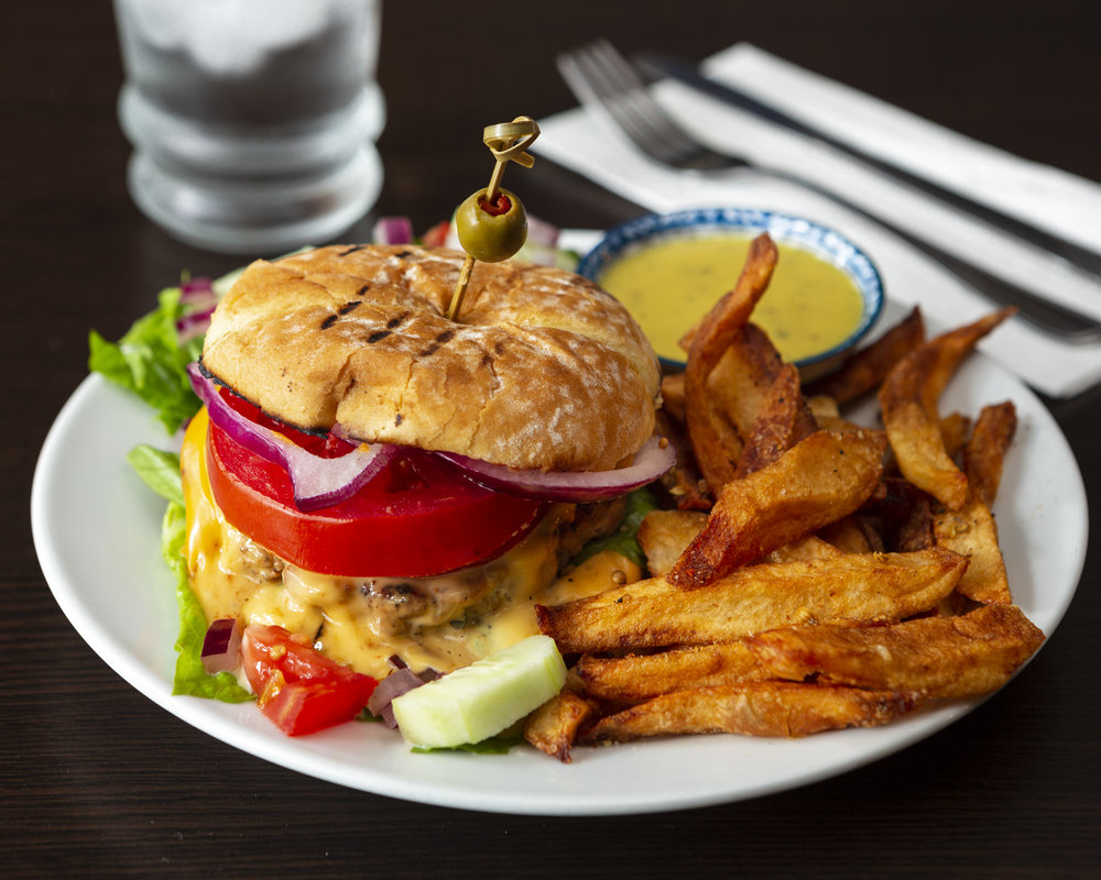 Bistro Chez Lusa - hamburger maison - Native (1).jpg