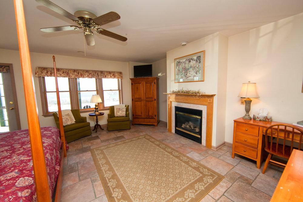 Fieldstone King Bedroom w/Gas Fireplace