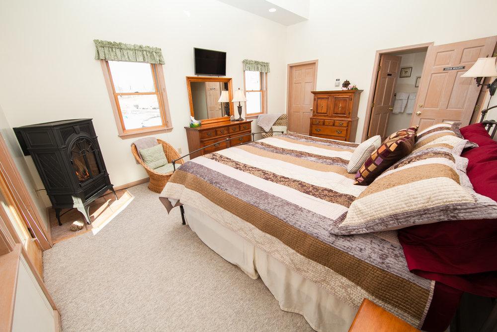 Cedar Heights King Bedroom w/Gas Fireplace
