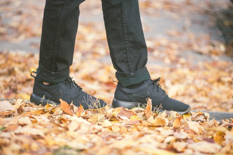 Nike Roshe - Black / Black with Levi 511 Jeans.