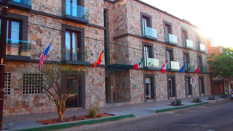 Day 1: Arrive to La Paz and meet at the Hotel Catedral.