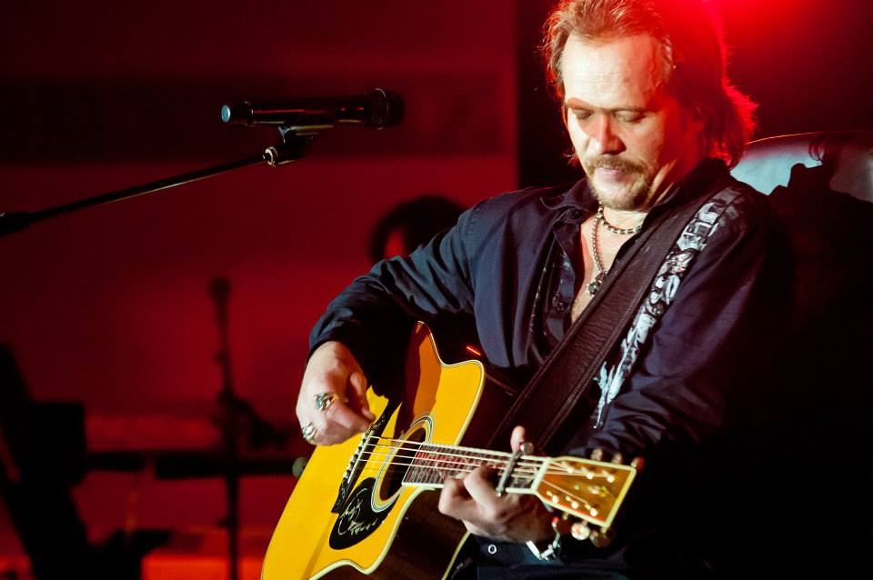 Travis Tritt close up at concert.jpg