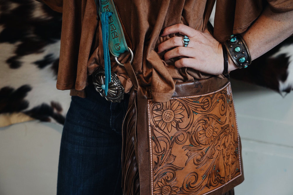 Kailey of K Bar C Leather is just fantastic!! Her way of popping in color is gorgeous! Check her out by clicking on the picture and following her at @k.bar.c.leatherco