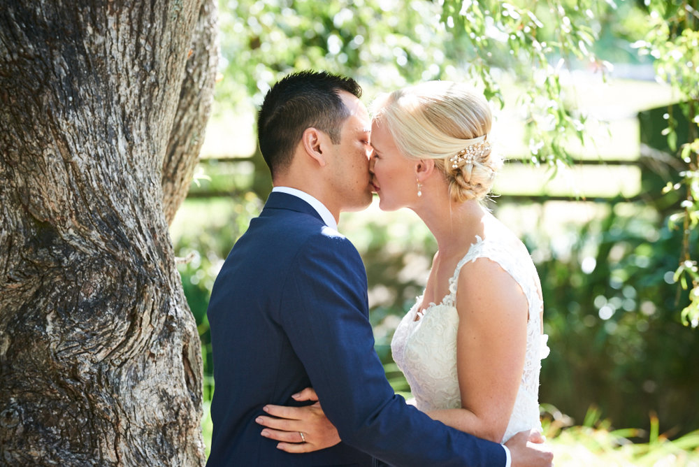 auckland-wedding-photographer-kiss