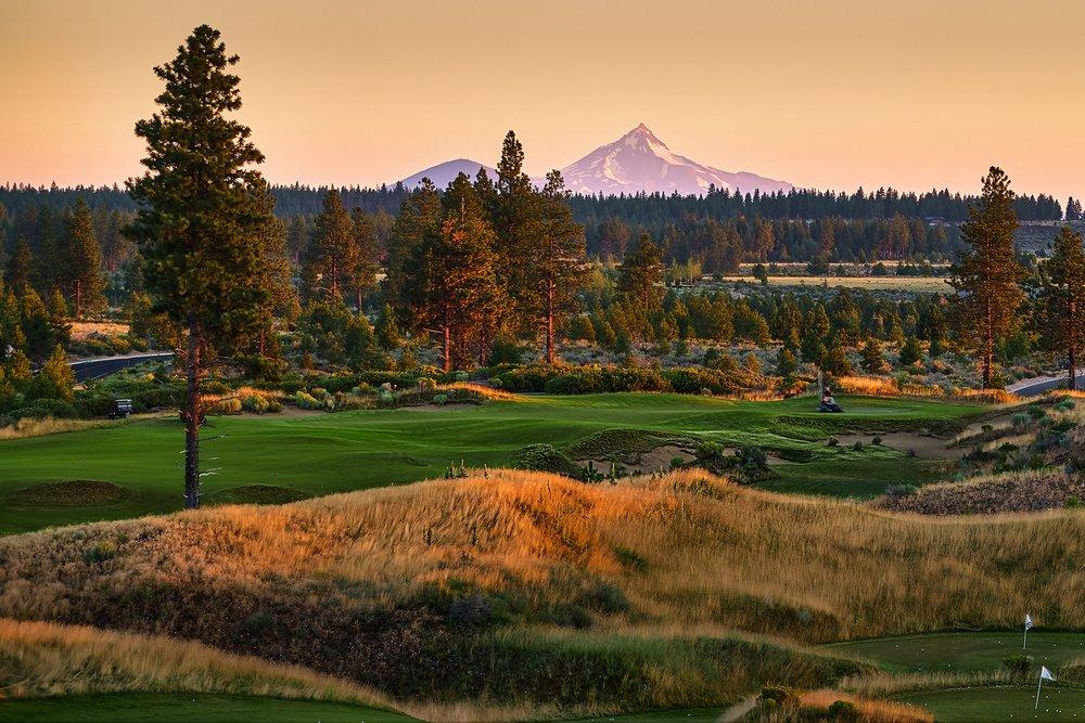 Golf-Course_Sunrise_Mountain.jpg