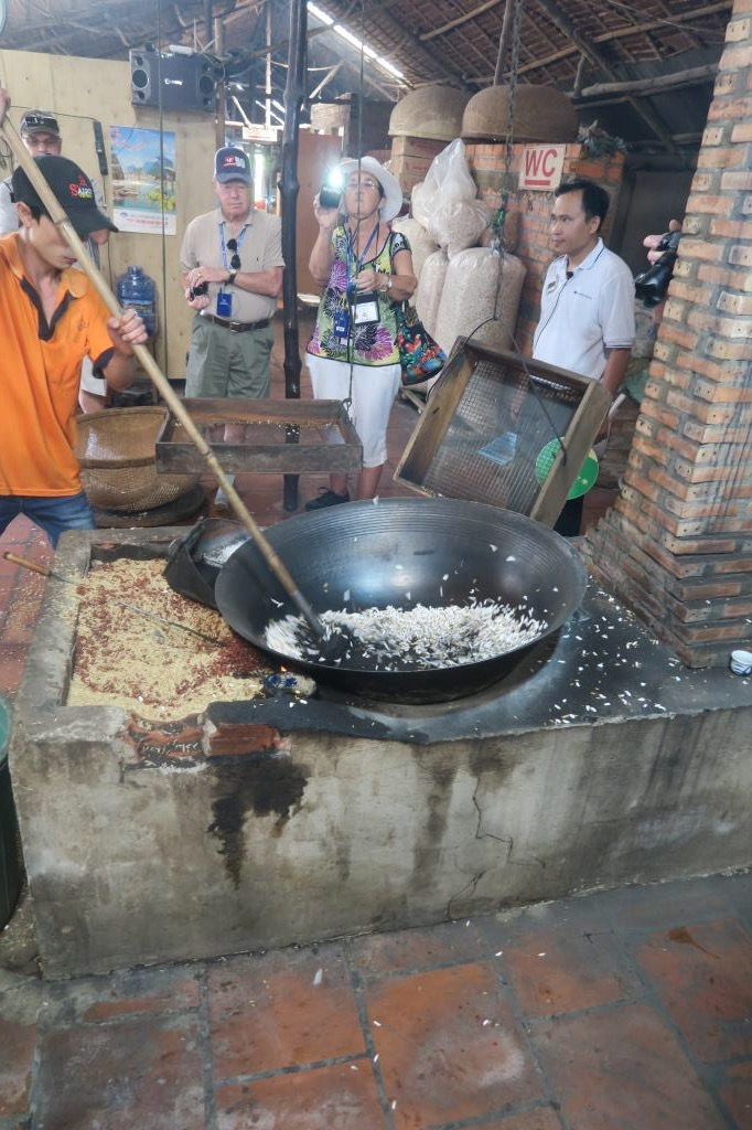 Cai Be - Enjoying Local Food - Making Puffed Rice with Locals.jpg
