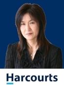 Jennifer cropped blue bg_副本.jpg