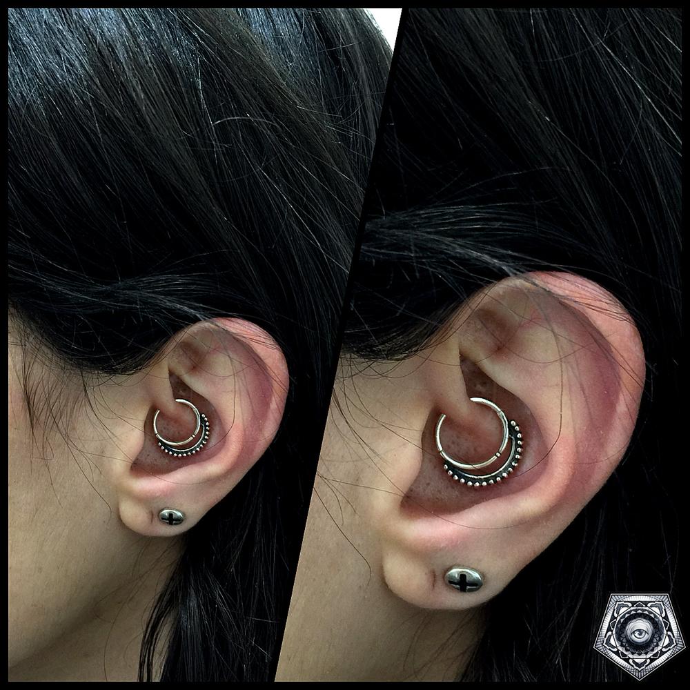 daith piercing- עגיל באוזן