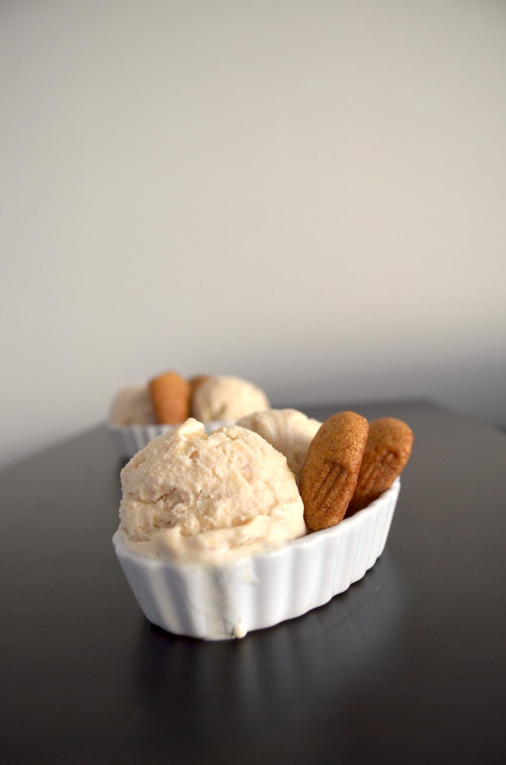 Peach pie ice cream with snickerdoodles | www.paperplatesblog.com