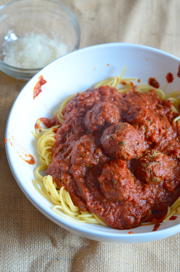 The best quick homemade spaghetti and meatballs | www.paperplatesblog.com